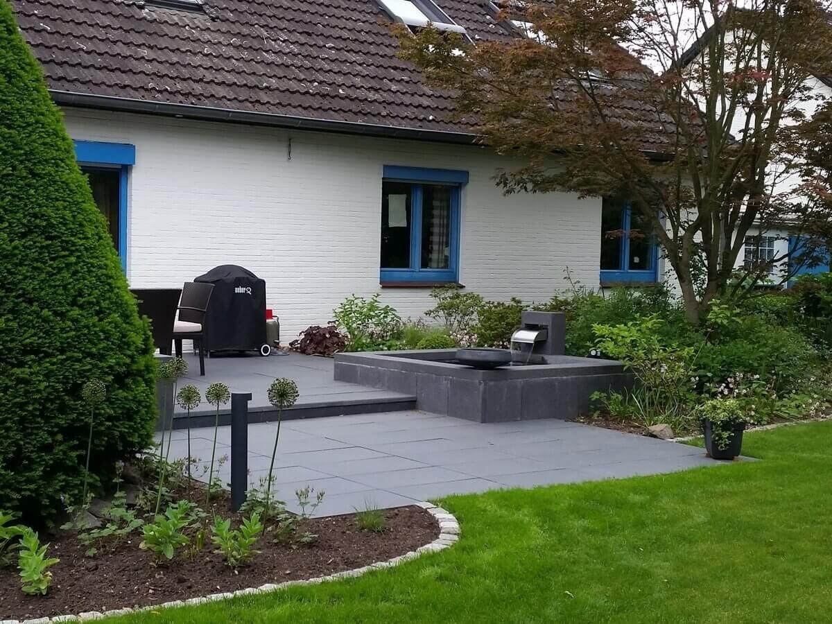 Moderne Terrasse mit Wasserbecken und Wasserwand | Irene Alberts ...