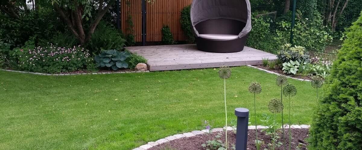 Moderne Terrasse mit Wasserbecken und Wasserwand | Irene ...