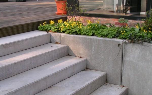 Moderner Garten mit Höhenunterschieden 3