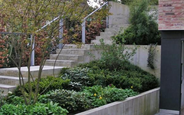 Moderner Garten mit Höhenunterschieden 4